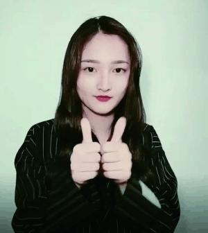 以歌曲《中国很赞》为背景音乐的手指舞火爆网络,不少明星诸如杨幂,刘